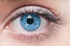 Retraitement des informations obtenu par la stimulation des yeux
